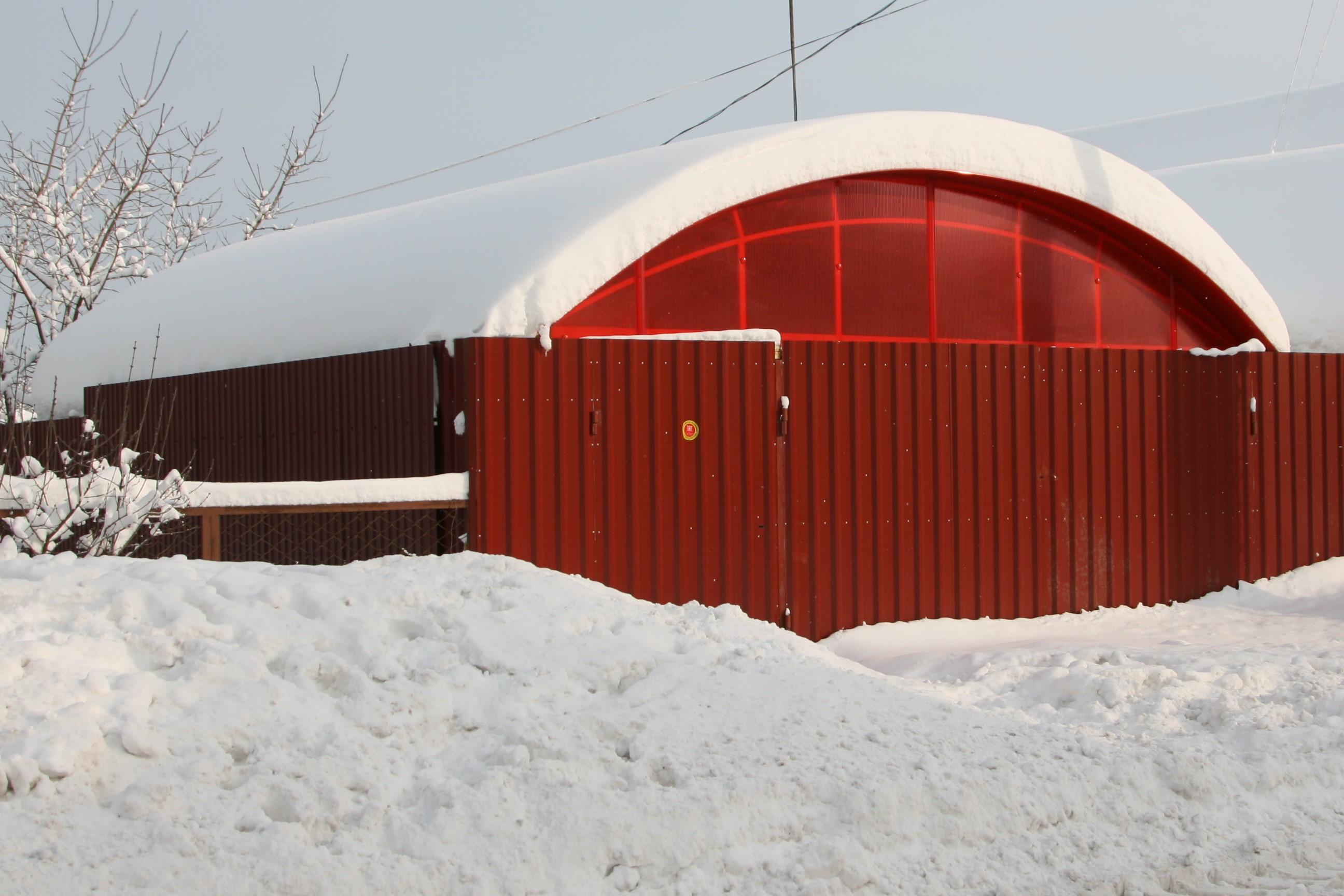 Навес под  слоем снега (45 см).